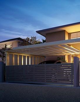 サイドパネルと天井を合わせて一体的な空間に