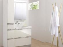 ハイバックガードの洗面化粧台。使いやすくお手入れもしやすい洗面所です