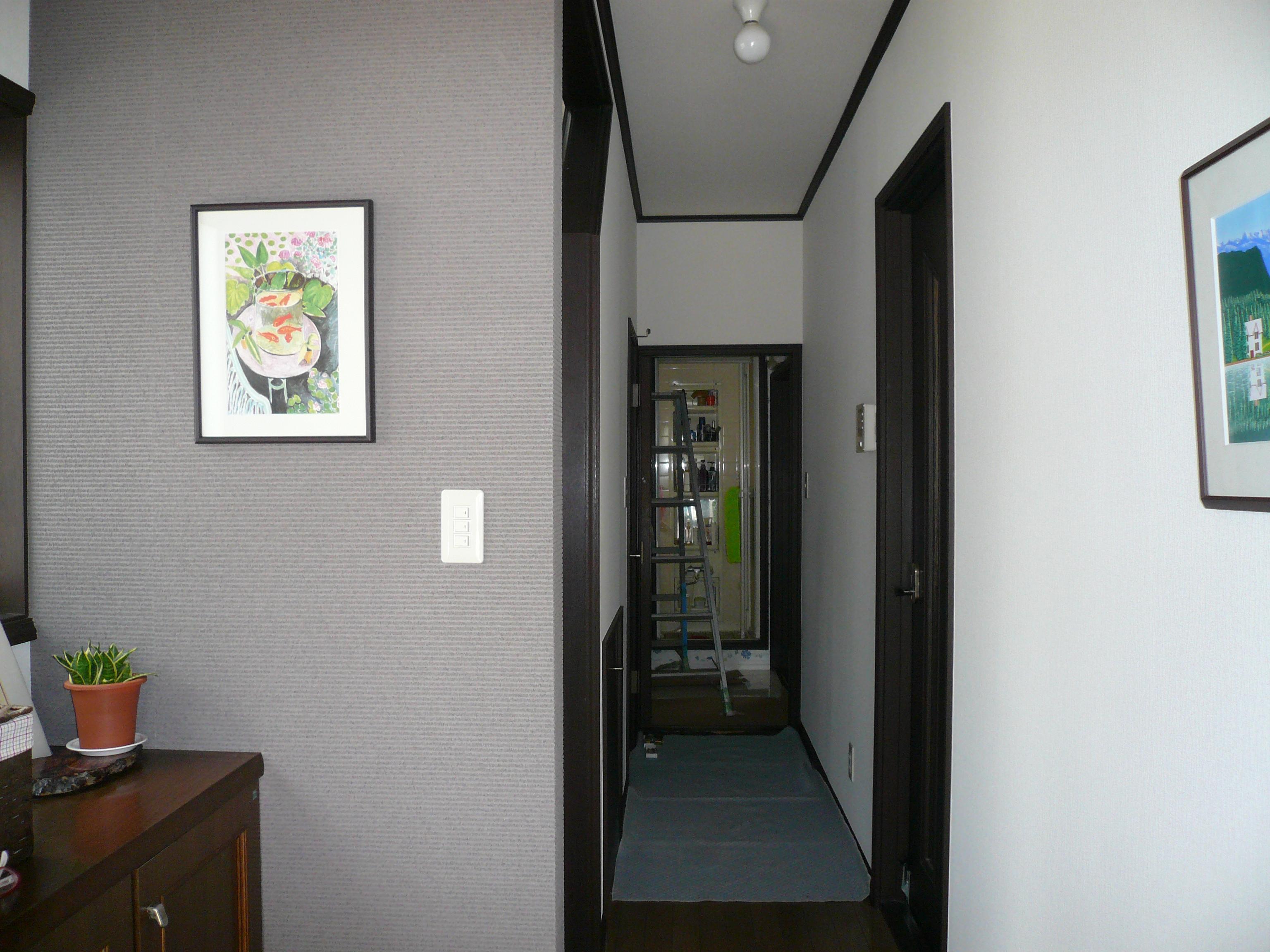 壁紙を一面だけ変えて玄関にアクセント 平塚市 平塚市 新築